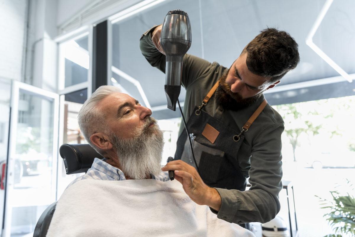 sposób na prostą brodę - freepik.com